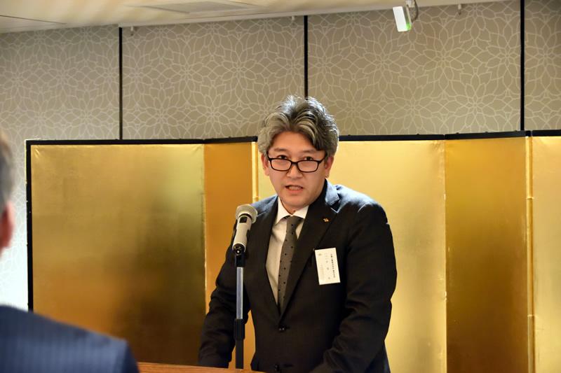 新年会 東京支店長挨拶(ホテルお茶の水ジュラク白鳥の間 於)